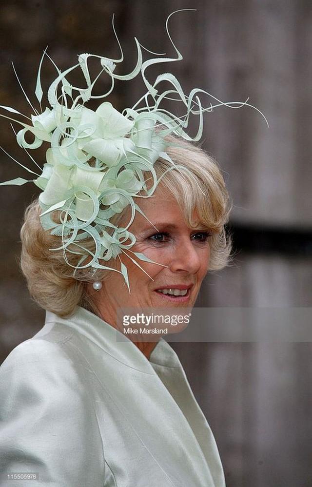 Từng giản dị đến mức nhàm chán, bà Camilla đã thay đổi phong cách thế nào để lọt top 30 nhân vật mặc đẹp nhất nước Anh? - Ảnh 17.