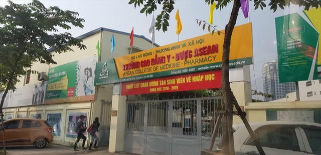 Thanh tra Hà Nội vào cuộc, hàng loạt biển trường học đột nhiên được che bịt - Ảnh 4.