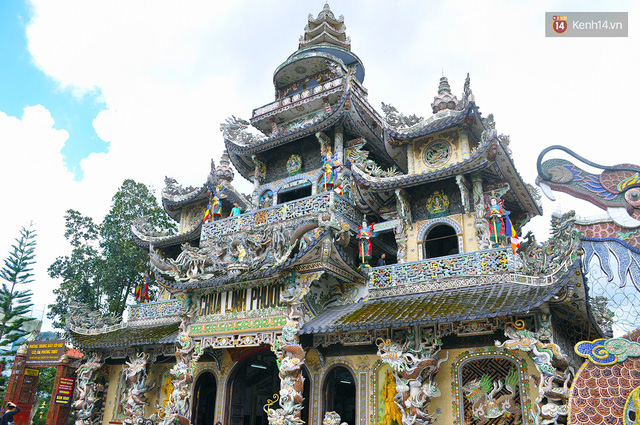 Chuyện về những người đi nhặt ve chai để xây nên ngôi chùa khảm miếng lớn nhất Đà Lạt - Ảnh 2.