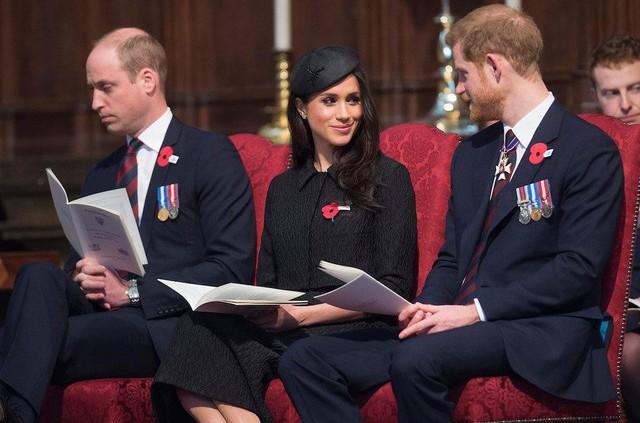 Những bức ảnh tiết lộ một cuộc sống của Hoàng gia Anh thực sự diễn ra như thế nào đằng sau vẻ ngoài hào nhoáng - Ảnh 13.
