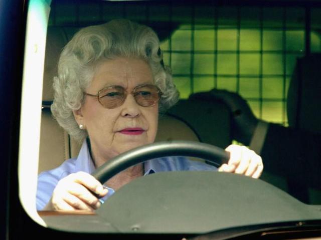 Những bức ảnh tiết lộ một cuộc sống của Hoàng gia Anh thực sự diễn ra như thế nào đằng sau vẻ ngoài hào nhoáng - Ảnh 14.