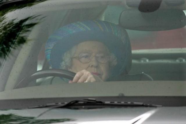 Những bức ảnh tiết lộ một cuộc sống của Hoàng gia Anh thực sự diễn ra như thế nào đằng sau vẻ ngoài hào nhoáng - Ảnh 15.
