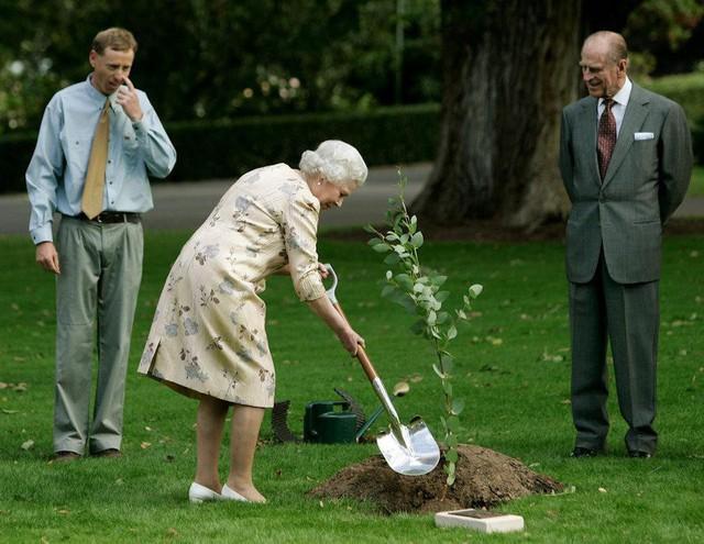 Những bức ảnh tiết lộ một cuộc sống của Hoàng gia Anh thực sự diễn ra như thế nào đằng sau vẻ ngoài hào nhoáng - Ảnh 18.