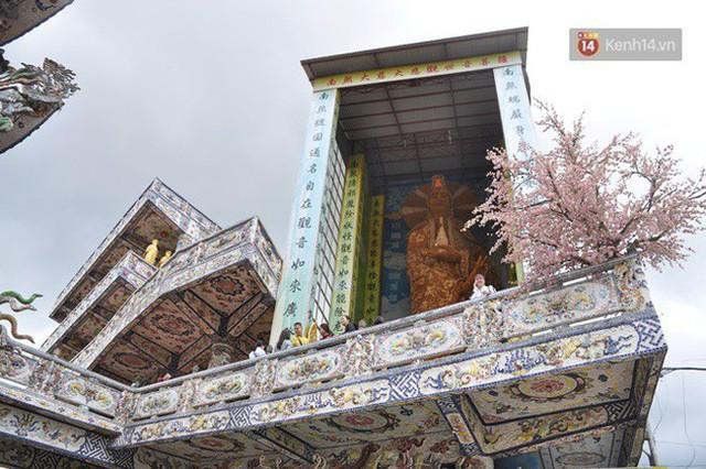 Chuyện về những người đi nhặt ve chai để xây nên ngôi chùa khảm miếng lớn nhất Đà Lạt - Ảnh 3.
