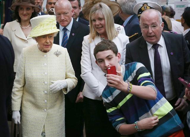 Những bức ảnh tiết lộ một cuộc sống của Hoàng gia Anh thực sự diễn ra như thế nào đằng sau vẻ ngoài hào nhoáng - Ảnh 4.
