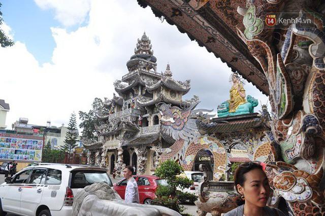 Chuyện về những người đi nhặt ve chai để xây nên ngôi chùa khảm miếng lớn nhất Đà Lạt - Ảnh 7.