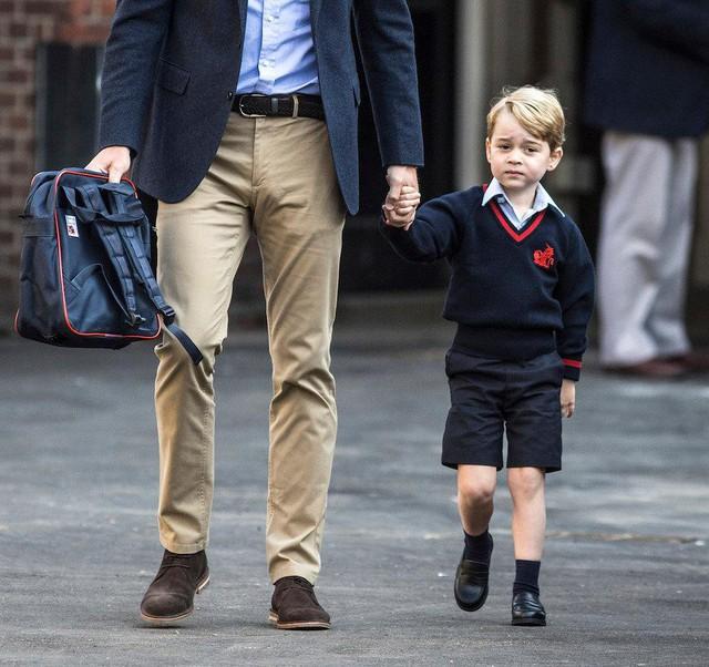 Những bức ảnh tiết lộ một cuộc sống của Hoàng gia Anh thực sự diễn ra như thế nào đằng sau vẻ ngoài hào nhoáng - Ảnh 8.