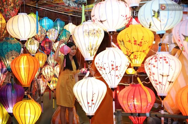 Nghề làm đèn lồng truyền thống ở phố cổ Hội An tất bật những ngày cận Trung thu - Ảnh 12.