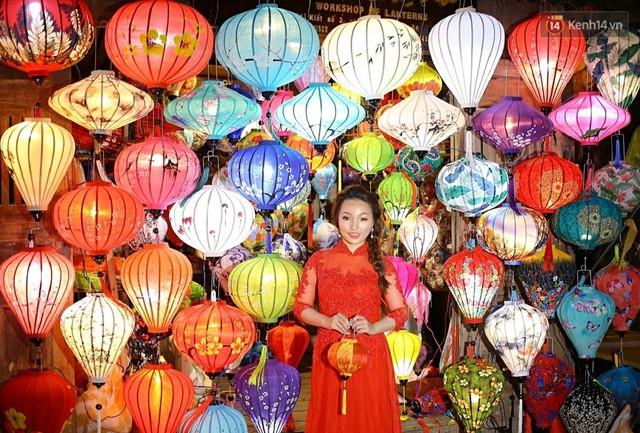 Nghề làm đèn lồng truyền thống ở phố cổ Hội An tất bật những ngày cận Trung thu - Ảnh 17.
