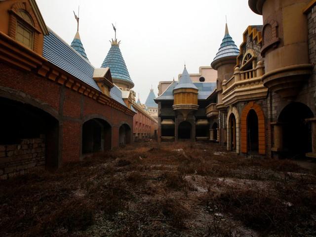 10 công trình nổi tiếng giờ ở trong cảnh hoang tàn: Không thể tin có nơi từng được dùng cho sự kiện tầm cỡ thế giới - Ảnh 5.