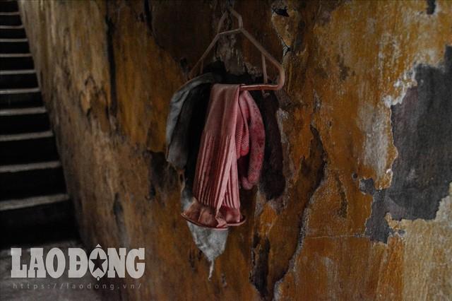 """Bên trong khu nhà nguy hiểm nhất"""" Hà Nội - Ảnh 14."""