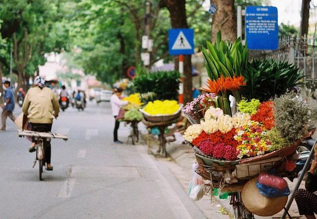 Có một Hà Nội rất khác những ngày này, bình yên và đẹp mơ màng trong nắng mùa thu - Ảnh 10.