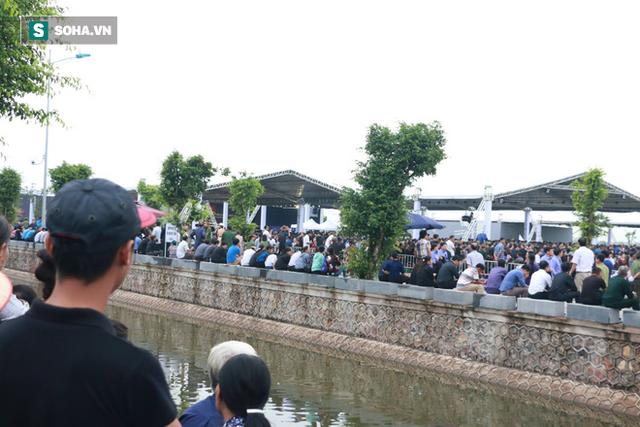 Xe tang đưa linh cữu Chủ tịch nước Trần Đại Quang về quê hương Ninh Bình - Ảnh 2.