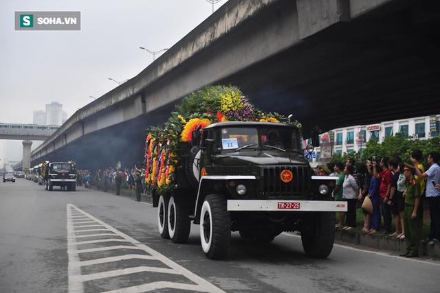 Xe tang đưa linh cữu Chủ tịch nước Trần Đại Quang về quê hương Ninh Bình - Ảnh 12.