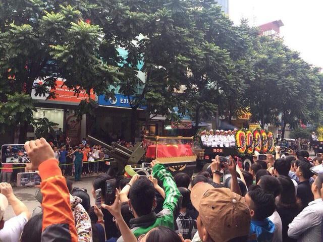 Xe tang đưa linh cữu Chủ tịch nước Trần Đại Quang về quê hương Ninh Bình - Ảnh 14.
