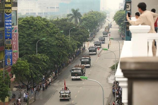 Xe tang đưa linh cữu Chủ tịch nước Trần Đại Quang về quê hương Ninh Bình - Ảnh 20.