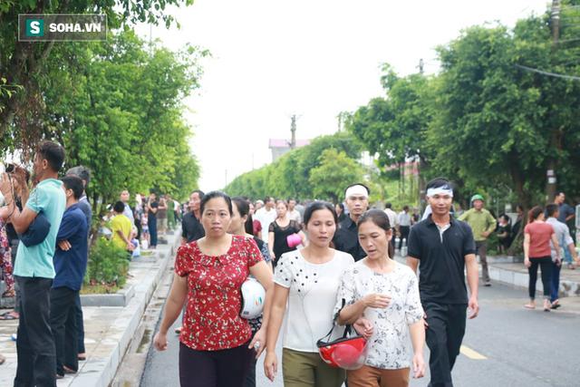 Xe tang đưa linh cữu Chủ tịch nước Trần Đại Quang về quê hương Ninh Bình - Ảnh 5.