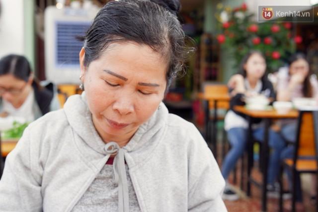 Cô tài xế xe ôm độc thân vui tính, thích chém tiếng Anh với khách Tây ở Bùi Viện: Không phải lúc nào hôn nhân cũng đem đến hạnh phúc - Ảnh 10.