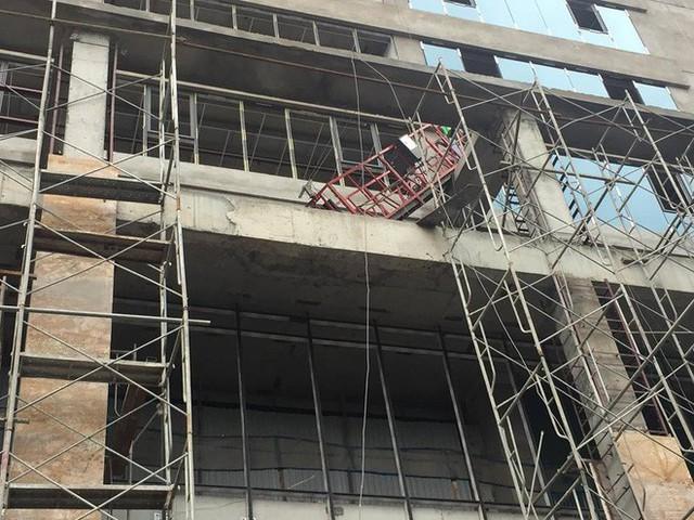 Nguyên nhân ban đầu vụ cần trục rơi xuống một vài con phố ở Hà Nội khiến 1 người tử vong ở chỗ - Ảnh 1.
