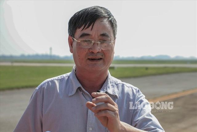 Chùm ảnh: Cận cảnh đường băng nay vá mai sứt ở sân bay Nội Bài - Ảnh 1.