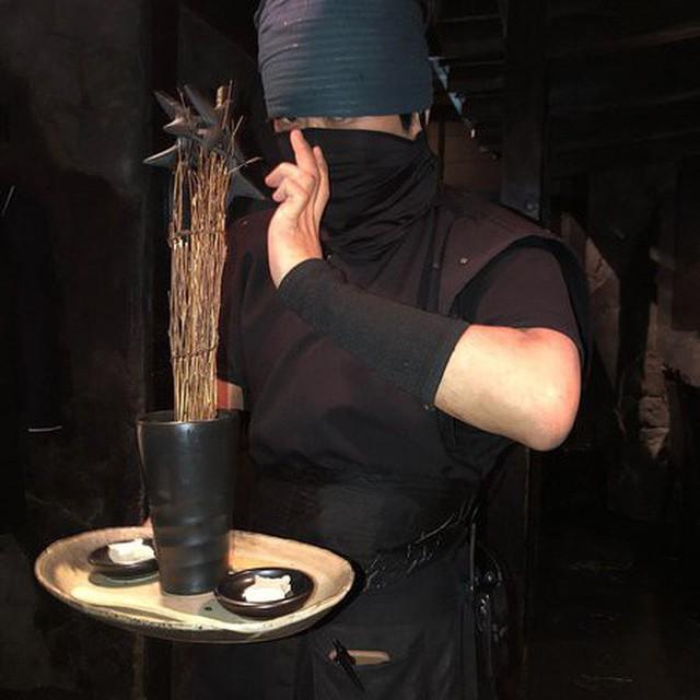 Vào quán ăn ở Nhật, nhiều người phải hoảng sợ vì gặp phải những tay ninja đầy sát khí - Ảnh 4.