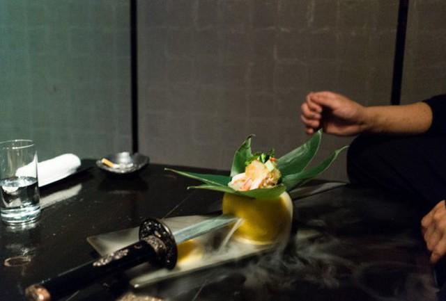 Vào quán ăn ở Nhật, nhiều người phải hoảng sợ vì gặp phải những tay ninja đầy sát khí - Ảnh 10.