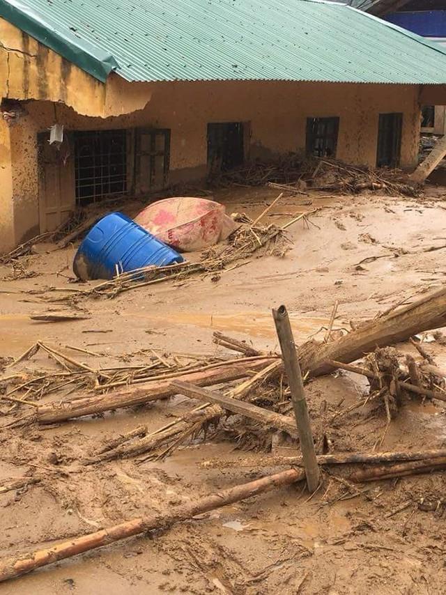 Hình ảnh mưa lũ tàn phá khủng khiếp ở Mường Lát  - Ảnh 1.