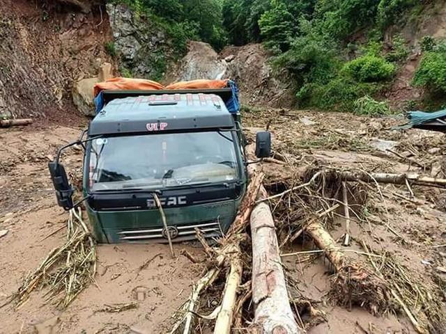 Hình ảnh mưa lũ tàn phá khủng khiếp ở Mường Lát  - Ảnh 2.