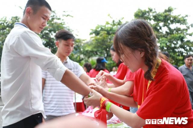 Những khoảnh khắc chứng minh Olympic Việt Nam vô địch trong lòng hàng triệu người hâm mộ - Ảnh 1.