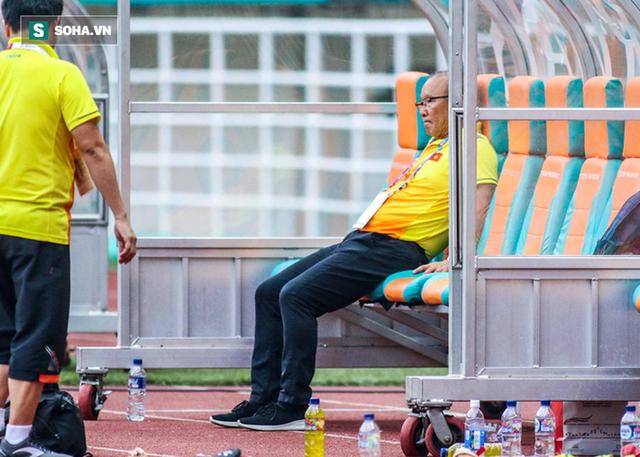 Nhìn vào trọng tài Hàn Quốc, càng thêm vững niềm tin vào HLV Park Hang-seo - Ảnh 1.