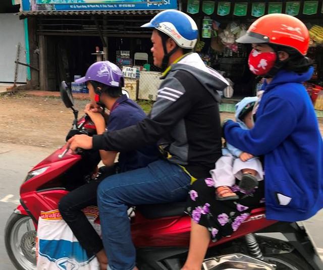 Người dân ùn ùn trở lại Sài Gòn sau lễ - Ảnh 11.