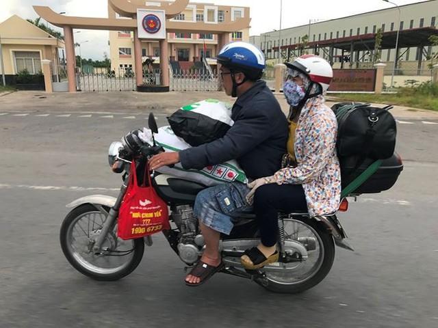 Người dân ùn ùn trở lại Sài Gòn sau lễ - Ảnh 14.