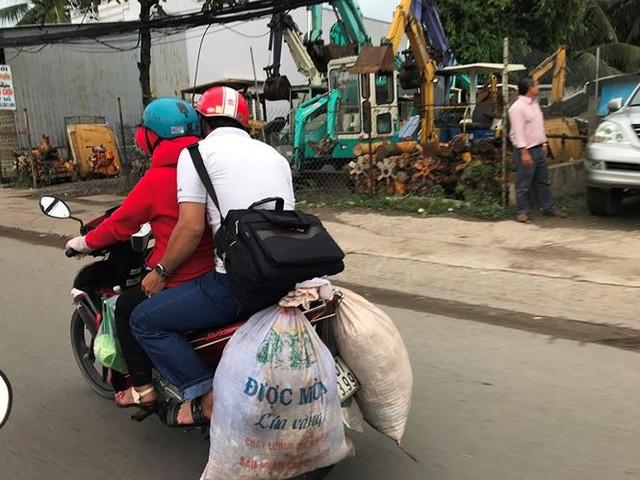 Người dân ùn ùn trở lại Sài Gòn sau lễ - Ảnh 17.