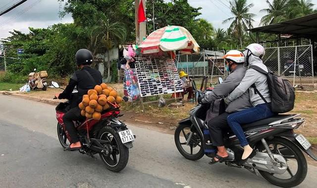 Người dân ùn ùn trở lại Sài Gòn sau lễ - Ảnh 20.