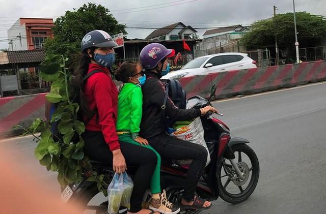 Người dân ùn ùn trở lại Sài Gòn sau lễ - Ảnh 21.