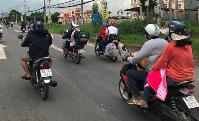 Người dân ùn ùn trở lại Sài Gòn sau lễ - Ảnh 26.