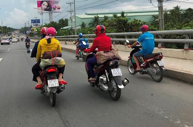 Người dân ùn ùn trở lại Sài Gòn sau lễ - Ảnh 27.