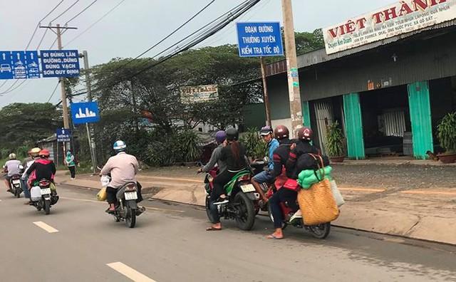 Người dân ùn ùn trở lại Sài Gòn sau lễ - Ảnh 28.