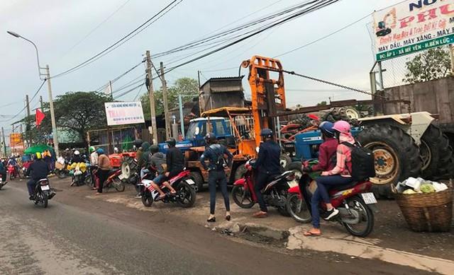 Người dân ùn ùn trở lại Sài Gòn sau lễ - Ảnh 30.