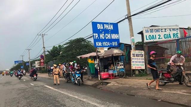 Người dân ùn ùn trở lại Sài Gòn sau lễ - Ảnh 31.