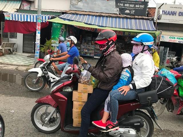 Người dân ùn ùn trở lại Sài Gòn sau lễ - Ảnh 5.