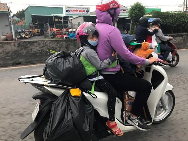 Người dân ùn ùn trở lại Sài Gòn sau lễ - Ảnh 7.