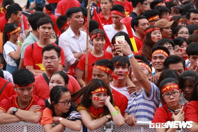 Những khoảnh khắc chứng minh Olympic Việt Nam vô địch trong lòng hàng triệu người hâm mộ - Ảnh 8.
