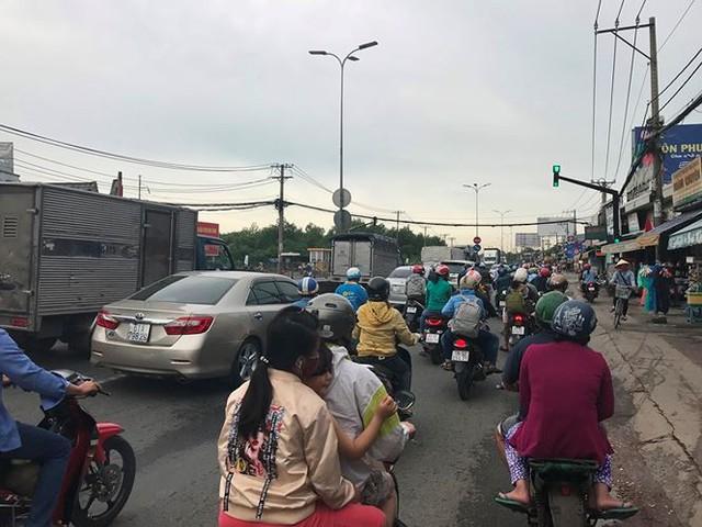 Người dân ùn ùn trở lại Sài Gòn sau lễ - Ảnh 8.