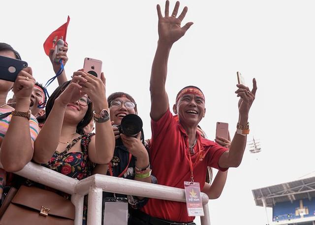 Những khoảnh khắc chứng minh Olympic Việt Nam vô địch trong lòng hàng triệu người hâm mộ - Ảnh 10.