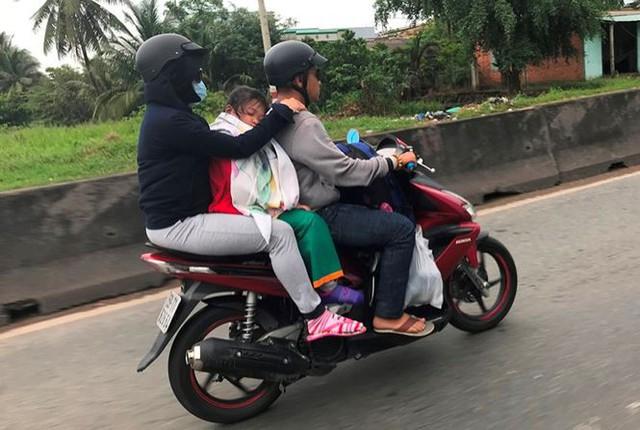 Người dân ùn ùn trở lại Sài Gòn sau lễ - Ảnh 10.