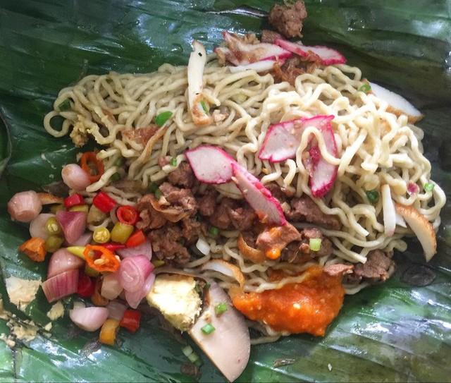 Ở Indonesia có một nhà hàng với kiểu thưởng mì độc đáo chưa từng thấy, ăn xong đảm bảo nhớ mãi - Ảnh 4.