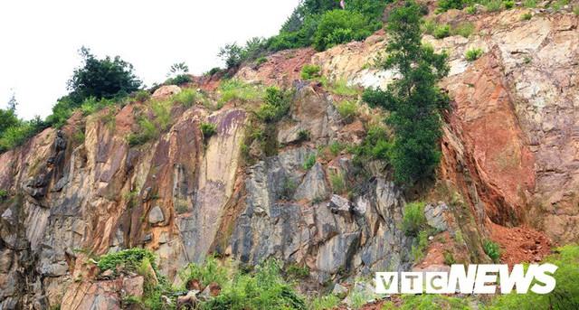 Ảnh: Hàng ngàn mét khối đất đá từ trên núi dội xuống trong đêm ở Hải Phòng - Ảnh 15.