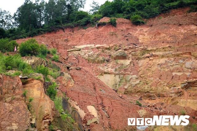 Ảnh: Hàng ngàn mét khối đất đá từ trên núi dội xuống trong đêm ở Hải Phòng - Ảnh 16.