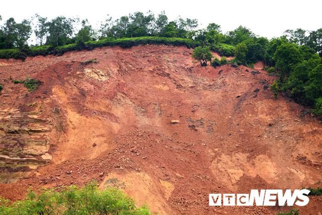 Ảnh: Hàng ngàn mét khối đất đá từ trên núi dội xuống trong đêm ở Hải Phòng - Ảnh 17.